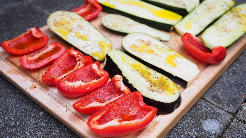 Comment faire pour garnir les légumes: légumes grillés faciles