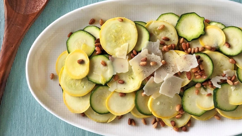 Recette de courge d'été au parmesan et aux noix de pin
