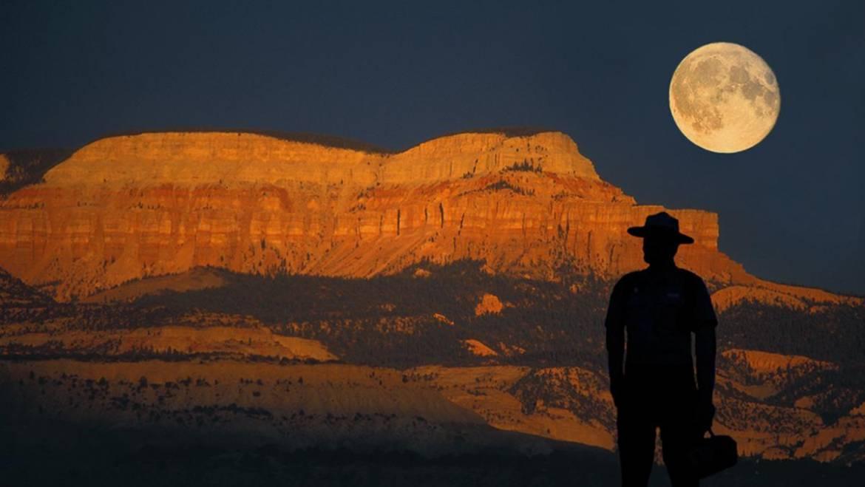 Pourquoi la lune est-elle si basse (ou si haute)?