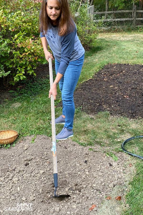 Préparer le sol pour planter une nouvelle pelouse