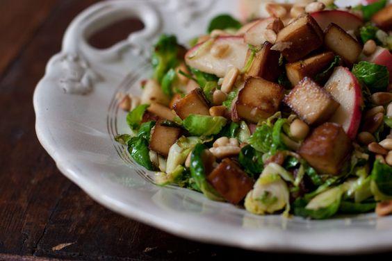 recette de choux de Bruxelles et de pommes râpés comme plat d'accompagnement sain
