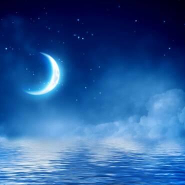 1618535221_moon-crescent-stars-shutterstock_1154102995.jpg