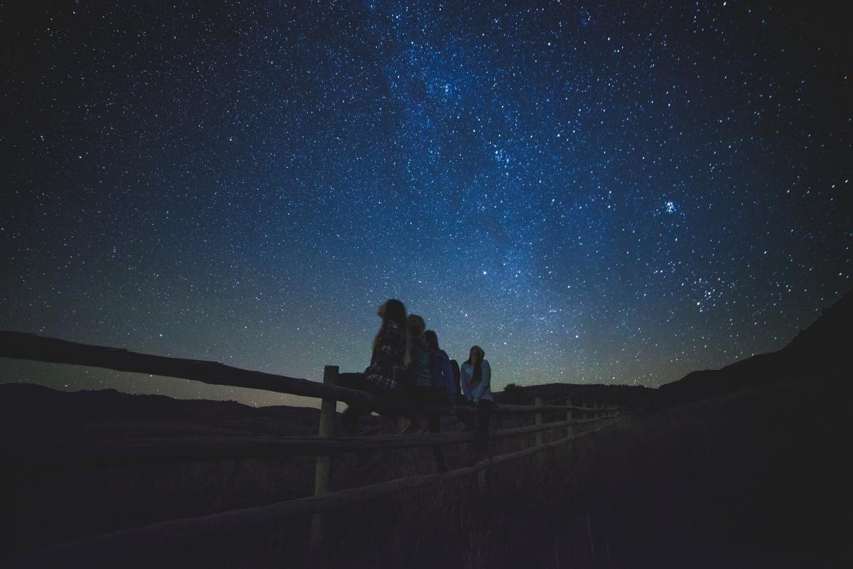 Mystères de l'univers et ciel nocturne d'été